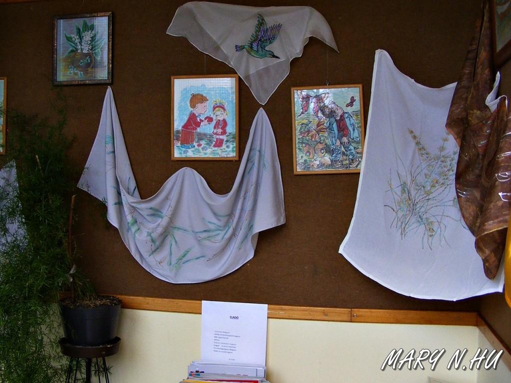 Selyemkiállítás a Francia utcai könyvtárban